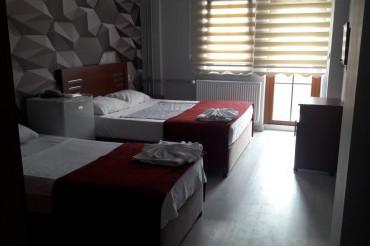 1 Duble + 2 Tek Yataklı Oda