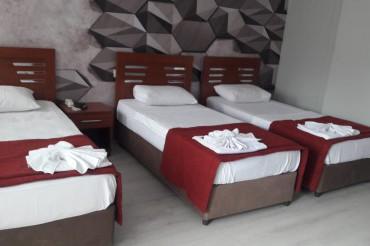 3 Adet Tek Yataklı Odada Tek Yatak